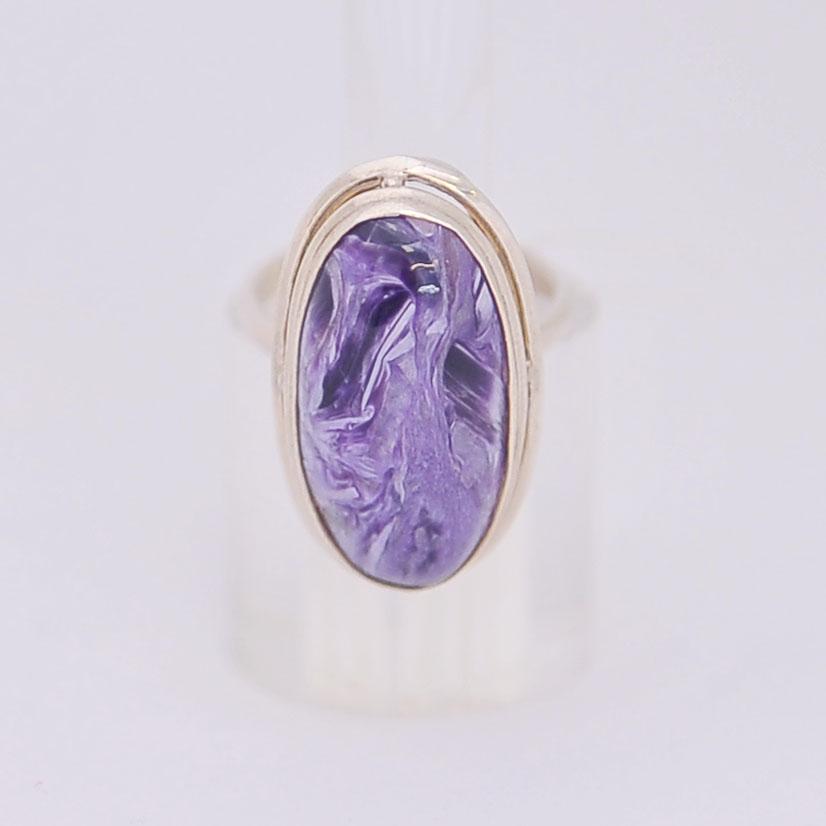 Кольцо из чароита овальной формы, серебро, авторская работа