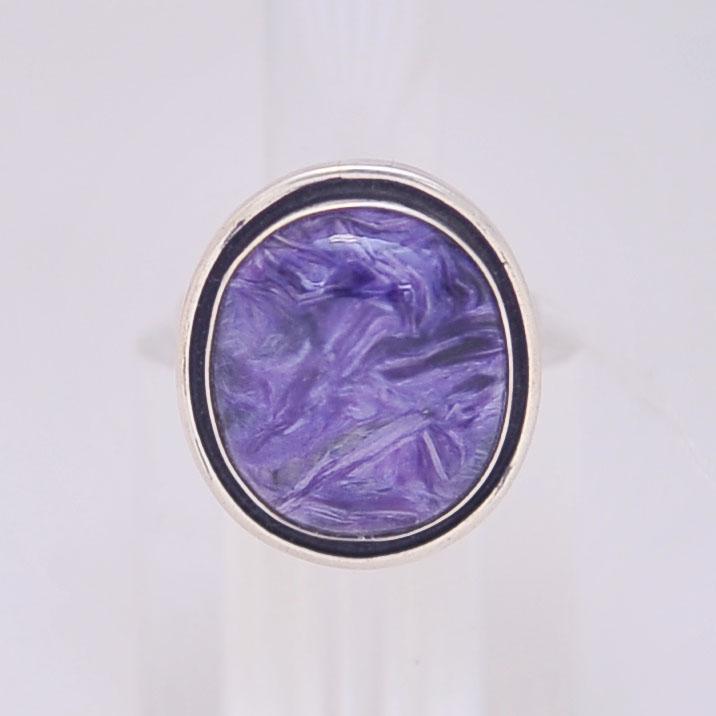 Кольцо из чароита овальной формы с черной окантовкой, серебро, авторская работа