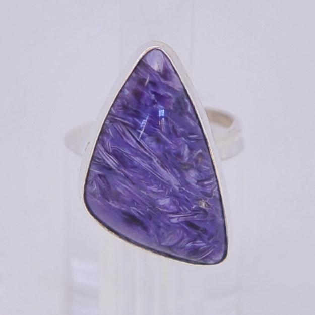 Кольцо из чароита. Треугольник, серебрение, размеры 17-19