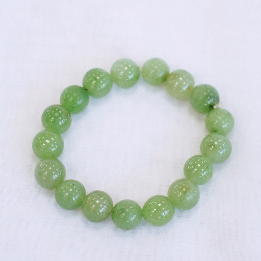 Браслетиз светло-зеленогонефрита,шарик