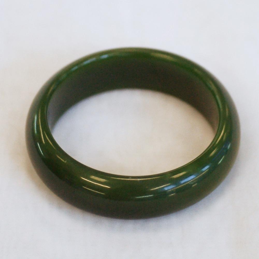 Цельный браслетиз ярко-зеленогонефрита отличного качества