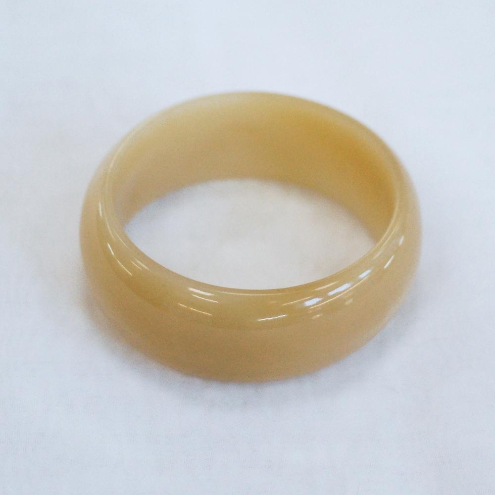 Цельный браслет изВитимского нефрита медового оттенка