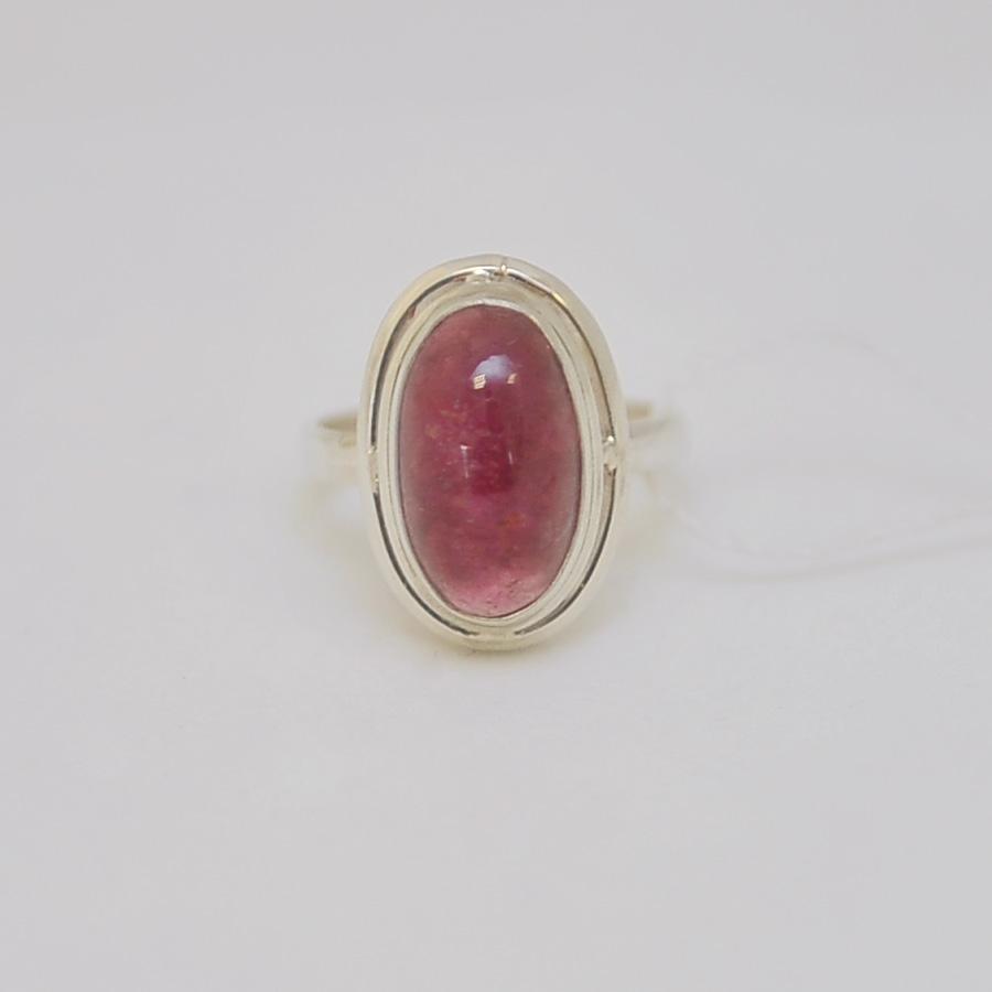 Кольцо из малинового турмалина овальной формы. Серебро, двойной каст