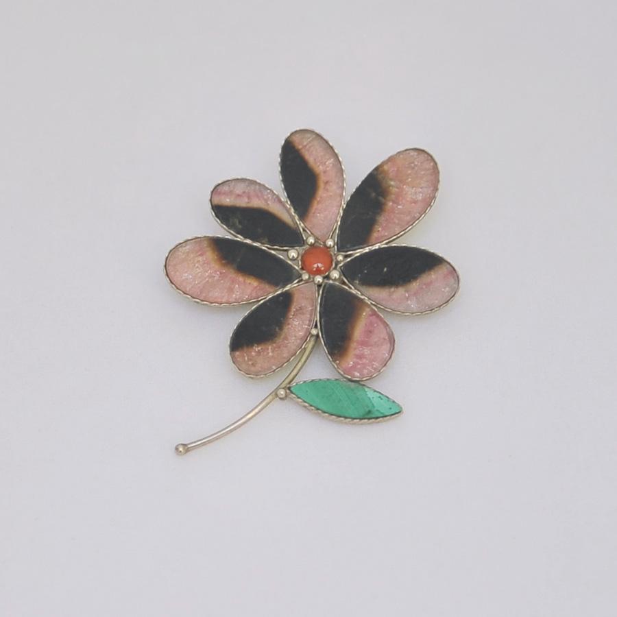 Брошь-цветок из цветного турмалина, листик из малахита