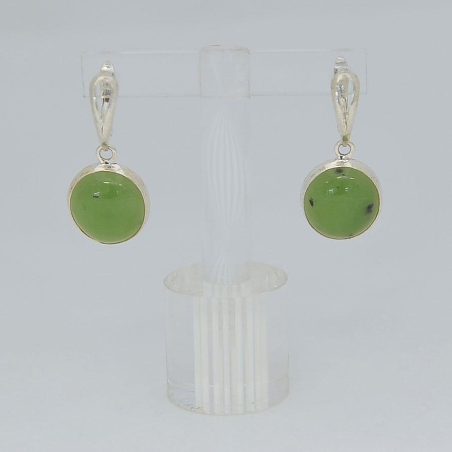 Серьги изярко-зеленого нефрита ввиде круга, серебрение