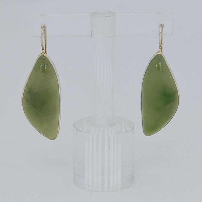 Серьги иззеленого нефрита ввиде листа, серебрение