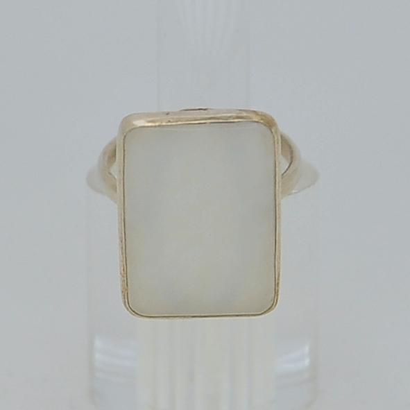 Кольцо избелого нефрита ввиде прямоугольника, серебрение