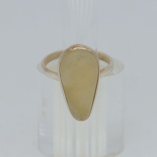 Кольцо измедового нефрита ввиде капли, серебрение