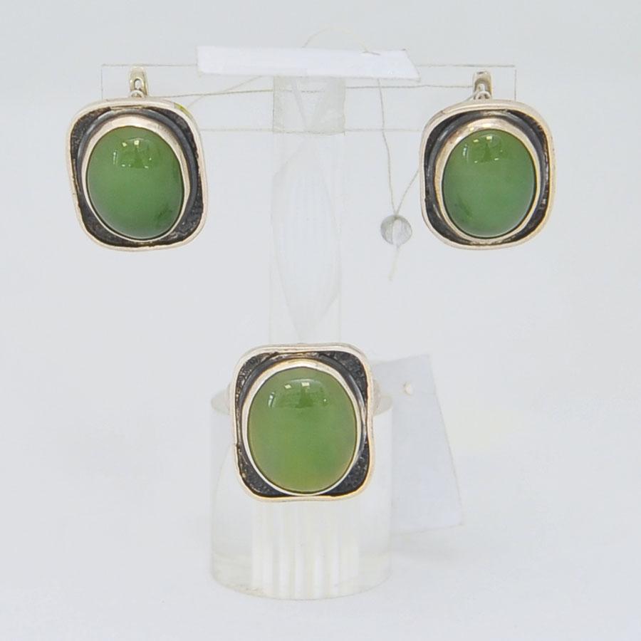 Комплект серьги + кольцо из зеленого нефрита, овал в квадрате с черным ободком, серебро