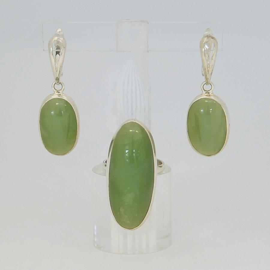 Комплект серьги + кольцо из светло-зеленого нефрита, узкий овал, серебрение