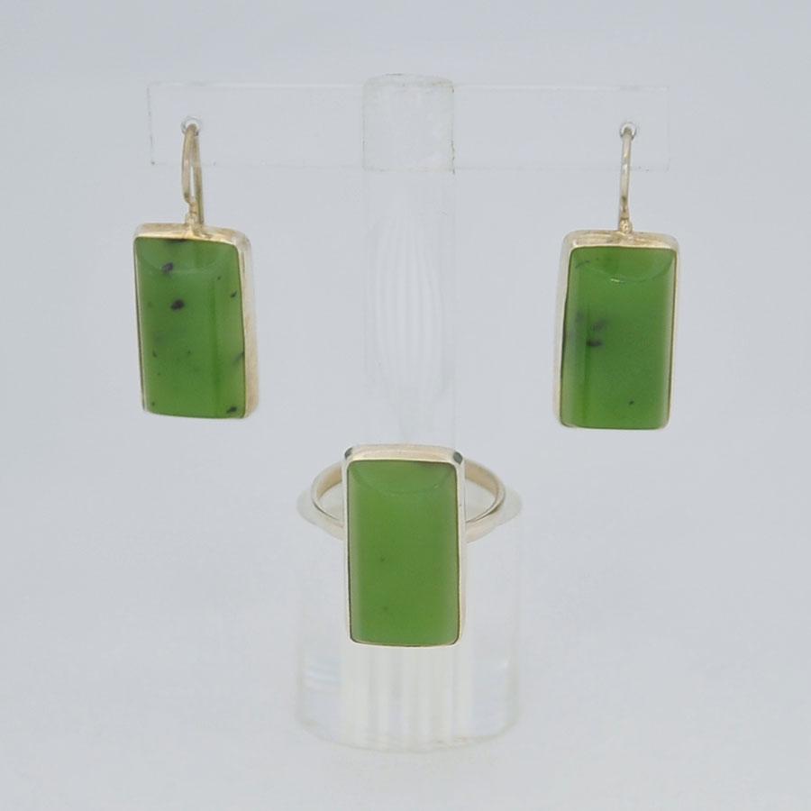 Комплект серьги + кольцо из ярко-зеленого нефрита, полуцилиндр, серебрение