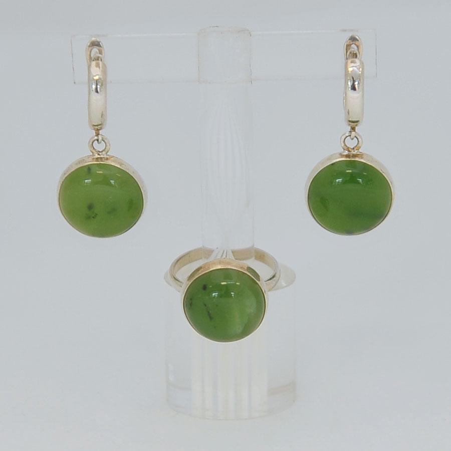 Комплект серьги + кольцо из ярко-зеленого нефрита, круг, серебрение