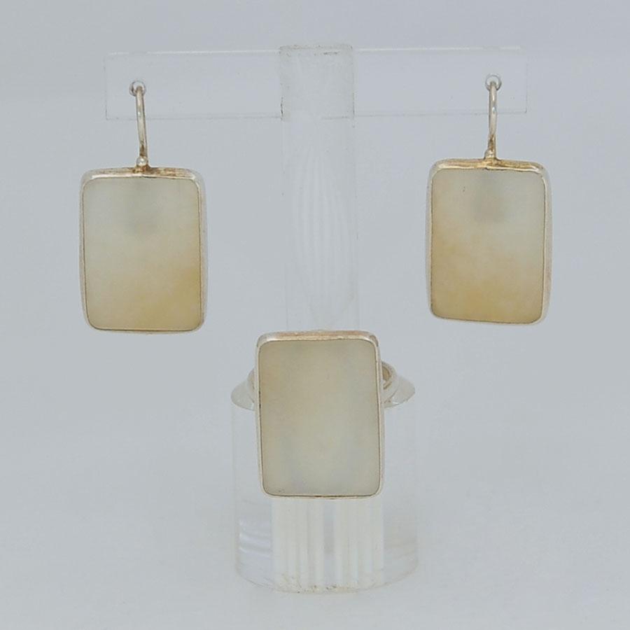 Комплект серьги + кольцо из бело-медового нефрита, прямоугольник, серебрение