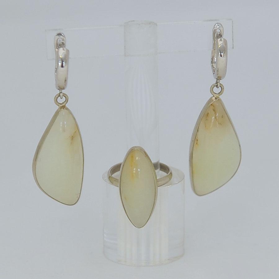 Комплект серьги + кольцо из бело-медового нефрита, выпуклый овал и лист, серебрение