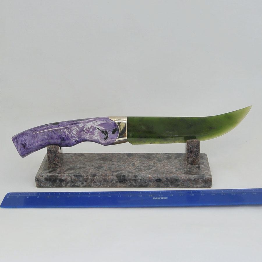 Ножиз ярко-зеленогонефрита.Ручкаизчароита
