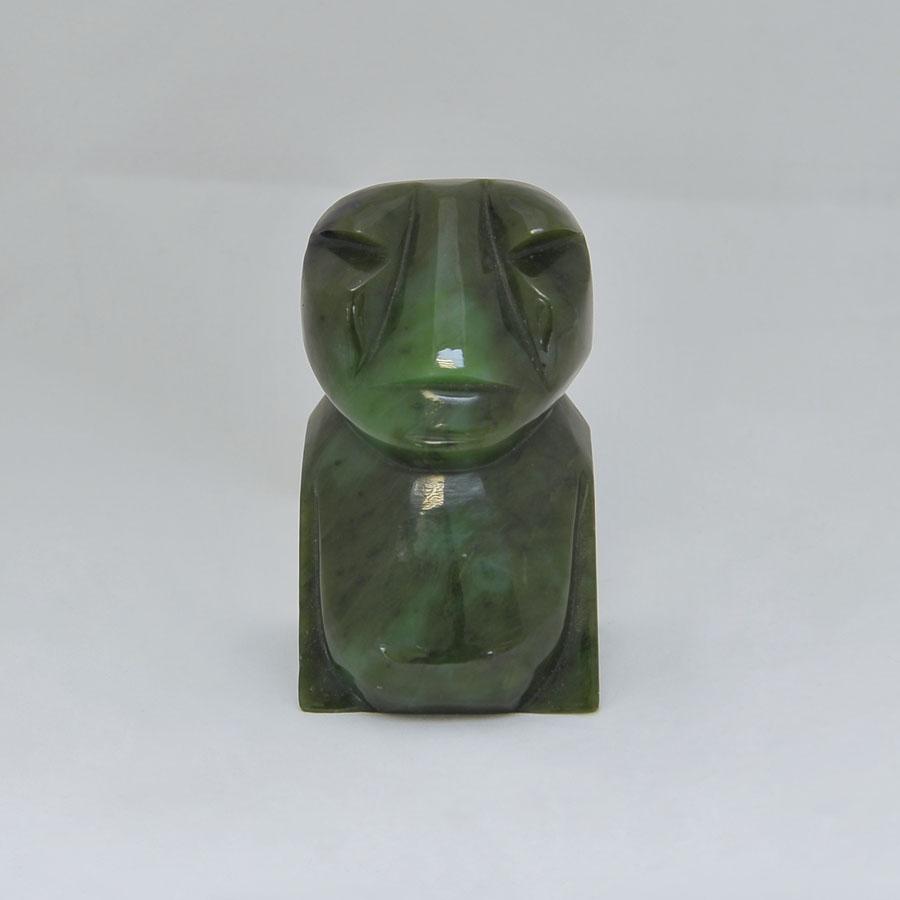 Идол большойиз ярко-зеленогонефрита