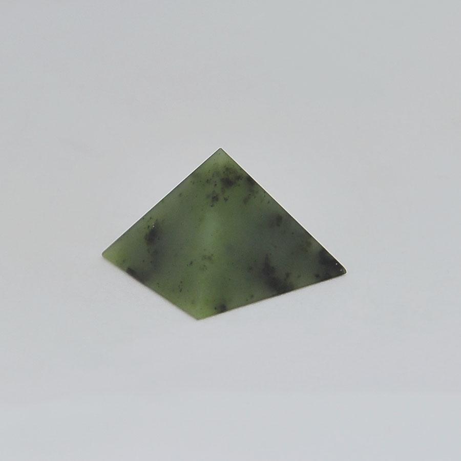 Пирамида иззеленого нефрита