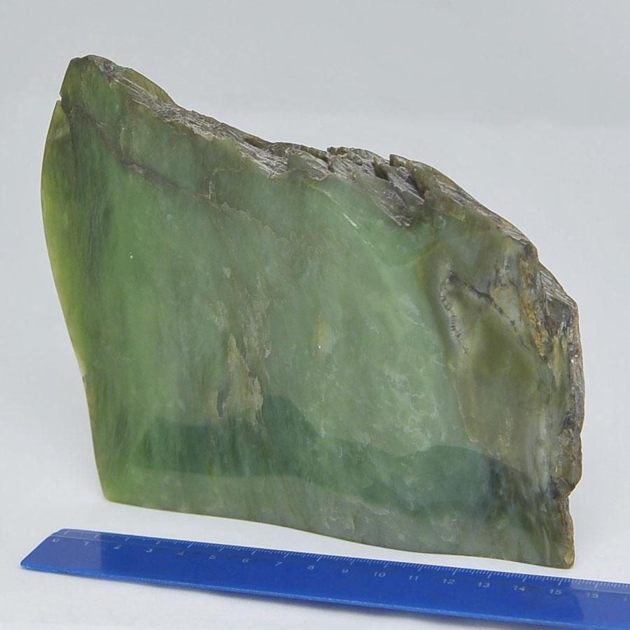 Образец иззеленого нефрита