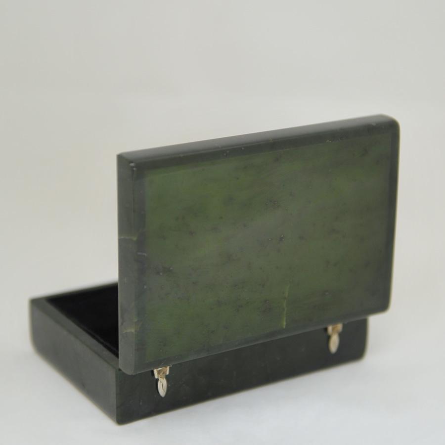 Прямоугольная шкатулка из темно-зеленогонефрита
